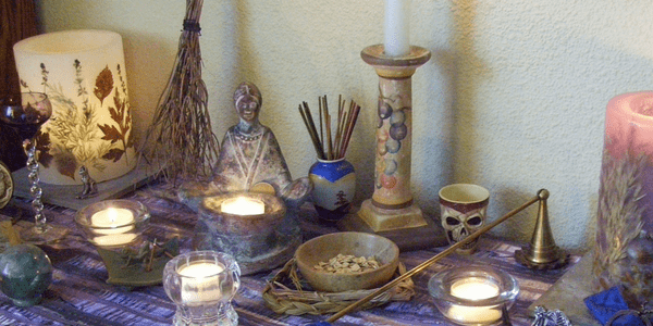 "Lammas altar ""100_2131 b"" by leszlaw (flickr)"
