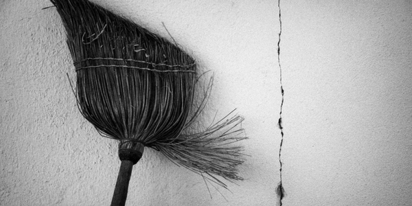 Secret witch: Magick when you're stuck in the broom closet